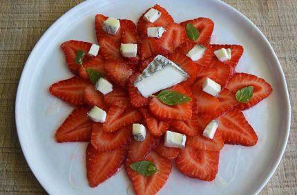 Carpaccio de fraises, basilic, miel et Selles-Sur-Cher