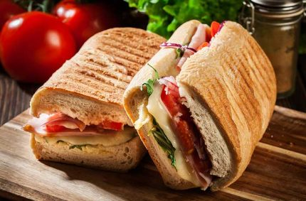 Panini Selles-Sur-Cher, oignon rouge, tomate, salade